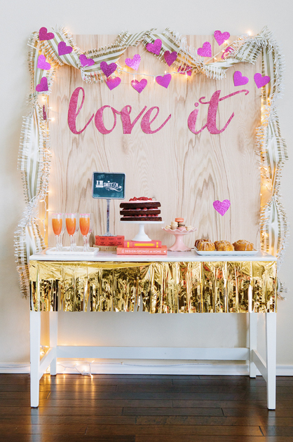 mesa de dulces con decoracion de san valentin