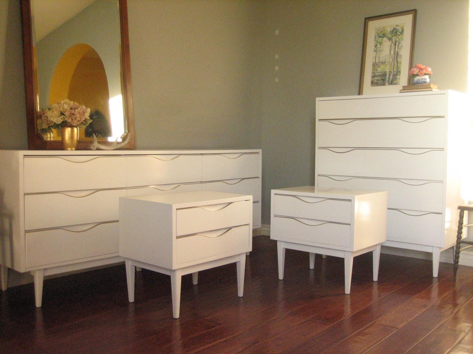 European Paint Finishes Glossy White Dresser Set
