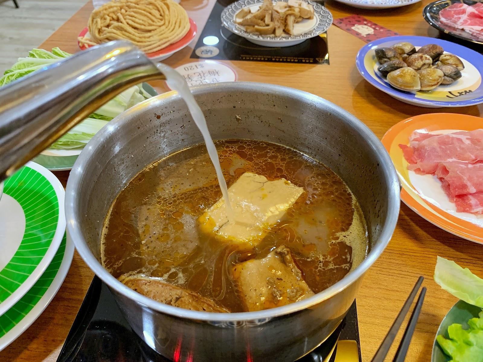 小XM迴轉麻辣鍋的招牌麻辣湯