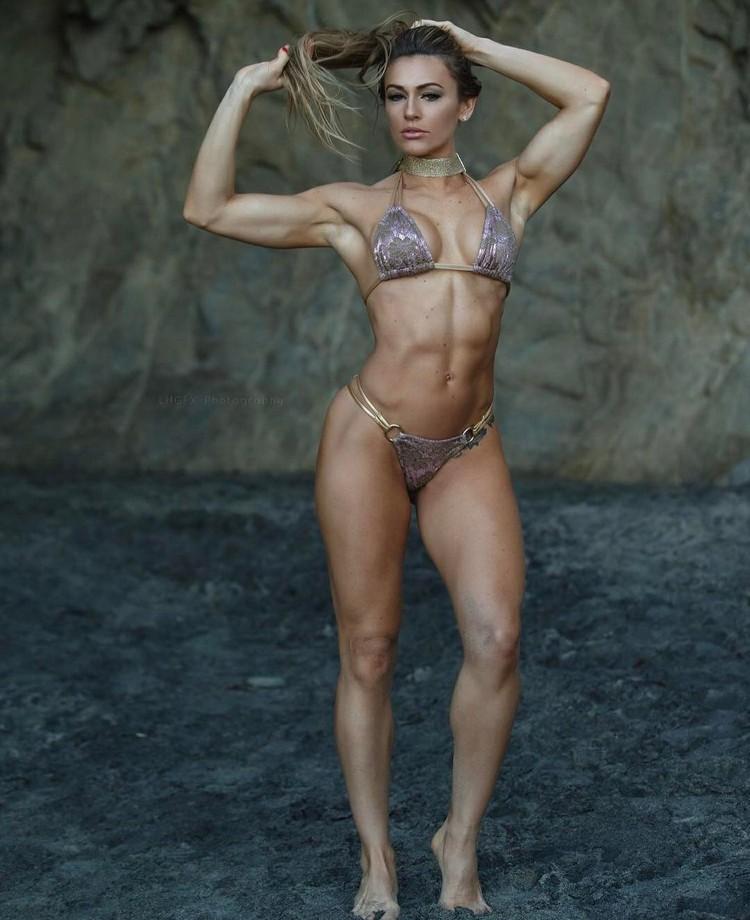 Caroline Campos - Fitness Model