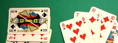 Règle de la Belote : Découvrez la règle du jeu de la Belote classique. Jeu de cartes ultra populaire en France, la Belote est un jeu qui se joue à 4