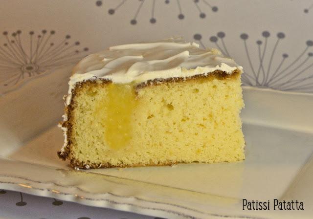 recette de gâteau troué, gâteau troué, gâteau avec des trous, gâteau à trous, gâteau citron, lemon-curd, glaçage royal, glaçage royal au citron,