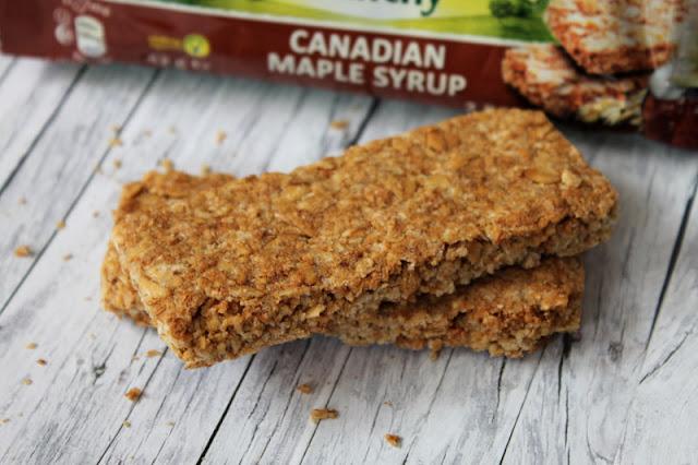 Zwei dünne Nature Valley Crunchy Riegel - Canadian Maple Syrup