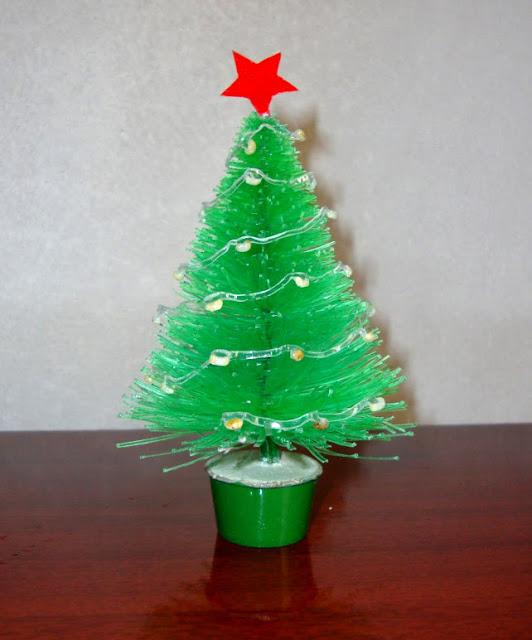 Como fazer uma árvore de natal com garrafa pet - Materiais.