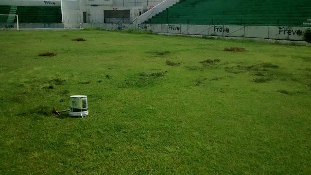 Após Pernambucano Ademir Cunha passa por cuidados no gramado