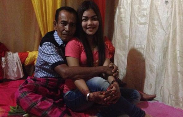 Heboh! Kakek 63 Tahun Nikahi Gadis Cantik, Lihat tuh Dekapannya
