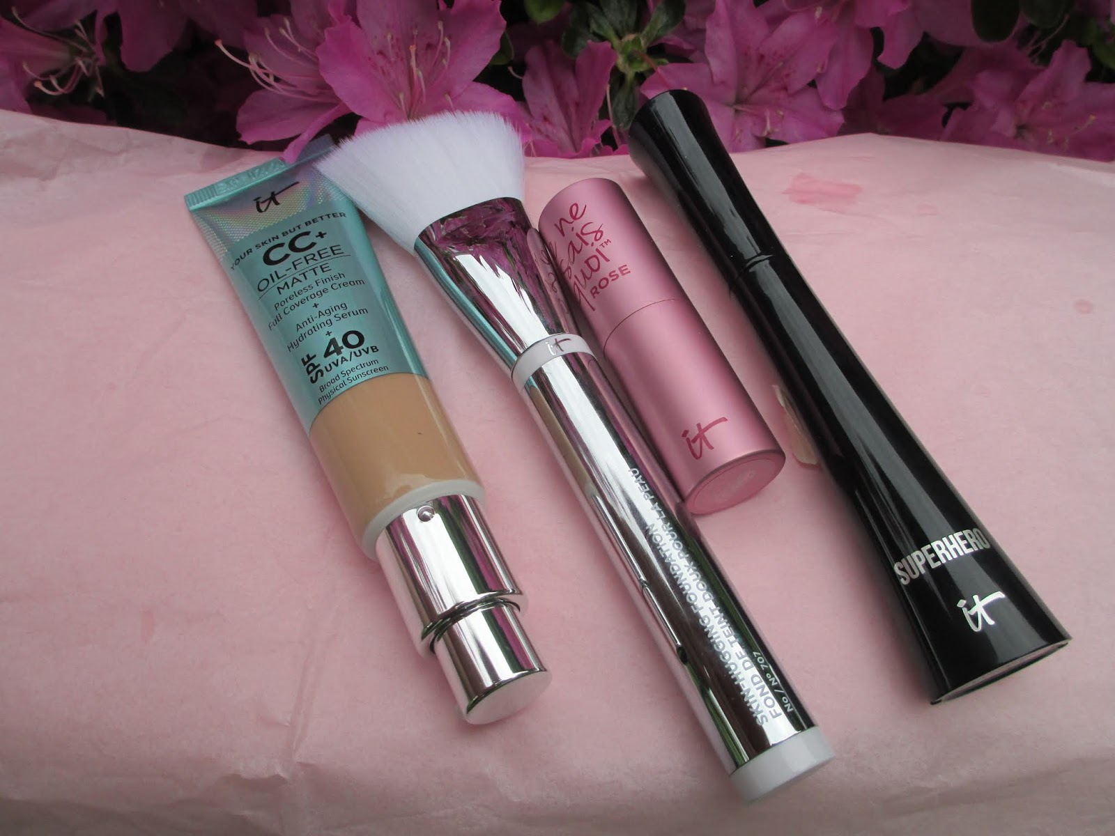 Whats Inside Your Beauty Bag?: It Cosmetics IT's Your Summer
