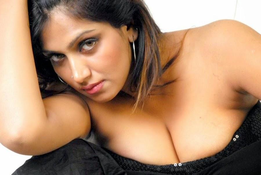 Bhuvaneswari Hot Clevage Pictures