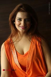 Actress Saloni Aswani Pos in Short Dress at Meelo Evaru Koteeswarudu Movie Interview  0178.JPG