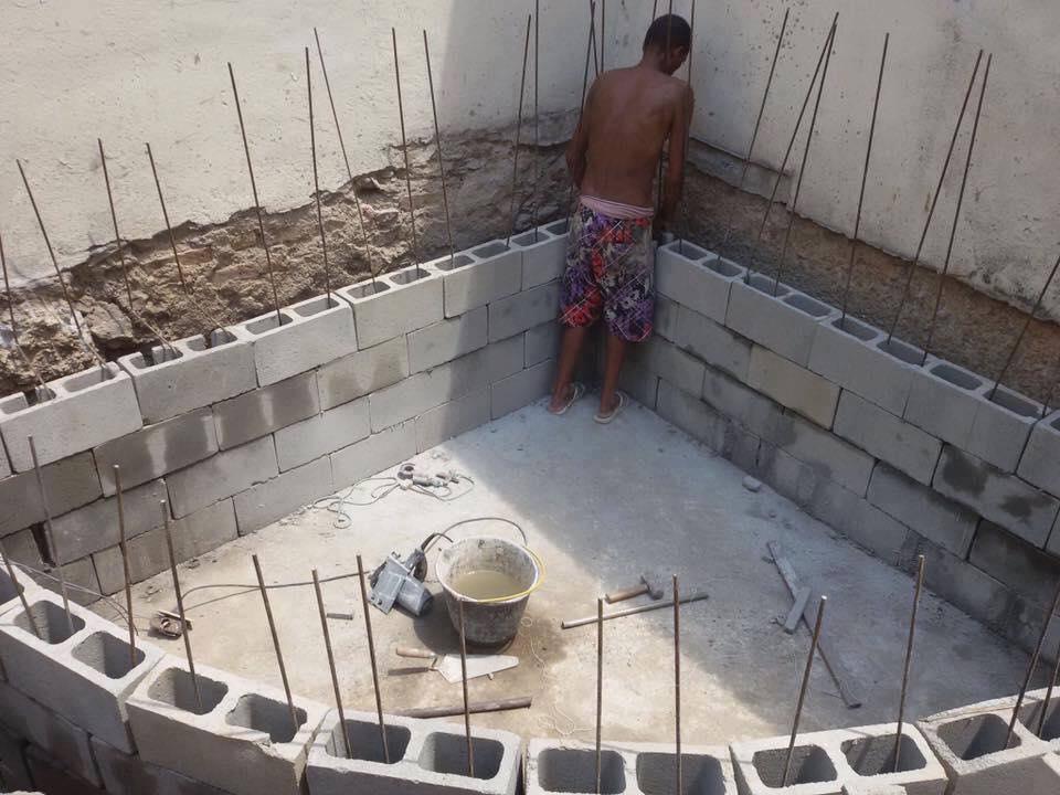 C mo construir una piscina de material construccion y for Pasos para construir una alberca
