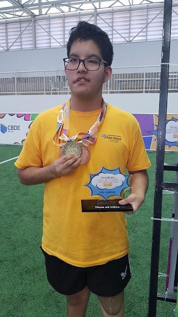 Gabriel traz duas medalhas de bronze e uma de ouro das Paralimpíadas Escolares