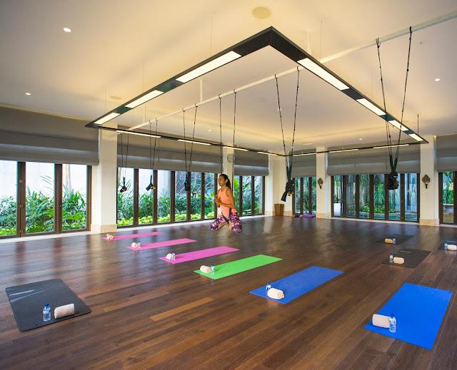 Sehat Bersama Kelas Fly High Yoga di Ritz Carlton Bali