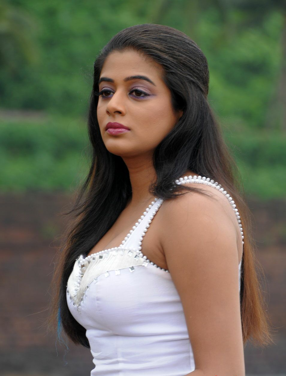 Priyamani Latest Hot In White Wallpapers Beautiful Indian -1598
