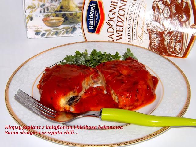 Klopsy jaglane z kalafiorem , kiełbasą bekonową zapiekane pod sosem bolońskim.