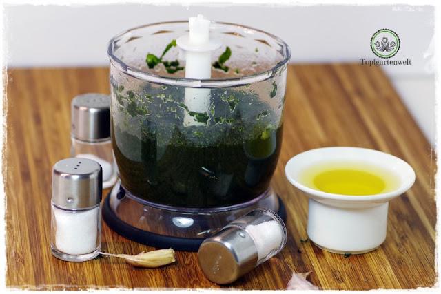 Basilikum durch einkochen haltbar machen - Foodblog Topfgartenwelt