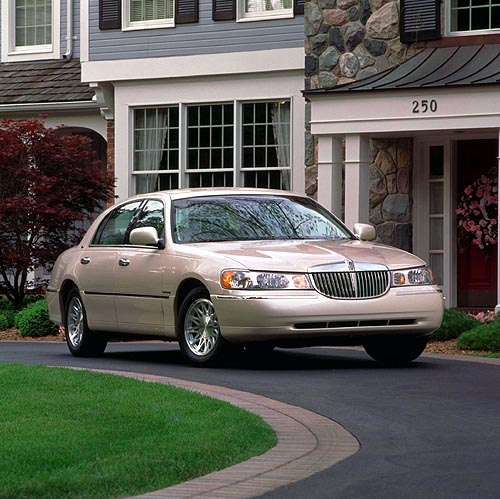 only cars lincoln town car information pictures. Black Bedroom Furniture Sets. Home Design Ideas