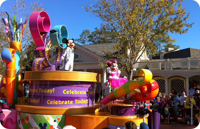 Magic Kingdom Park / Parada Celebrate A Dream Come True Parade