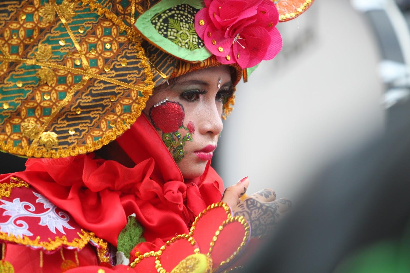 Solo Batik Carnival (SBC) adalah event yangdiselenggrakan tiap tahun untuk  memperkenalkan batik sebagai budaya Indonesia. Peserta SBC berasal dari ... 1d14f5b552