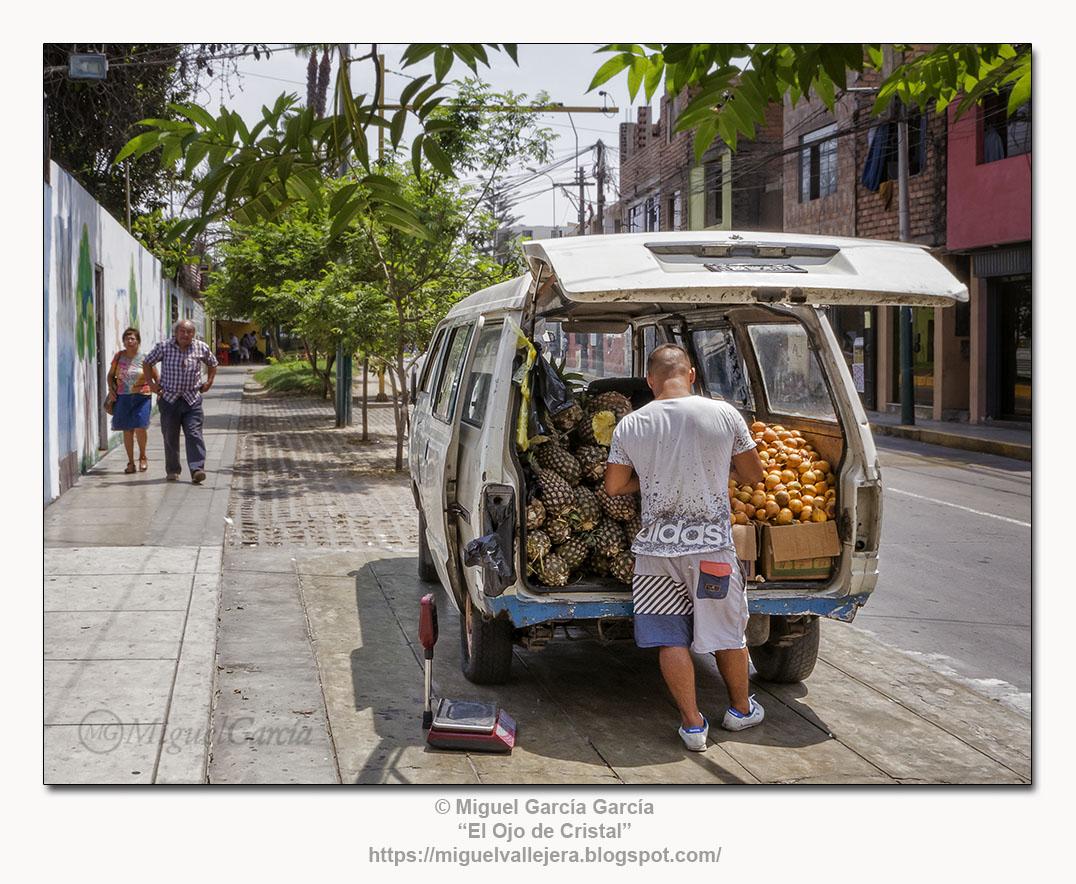 El frutero ambulante, Surco Viejo - Lima.