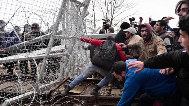 Griechenland fordert Frontex Einsatz an mazedonischer Grenze