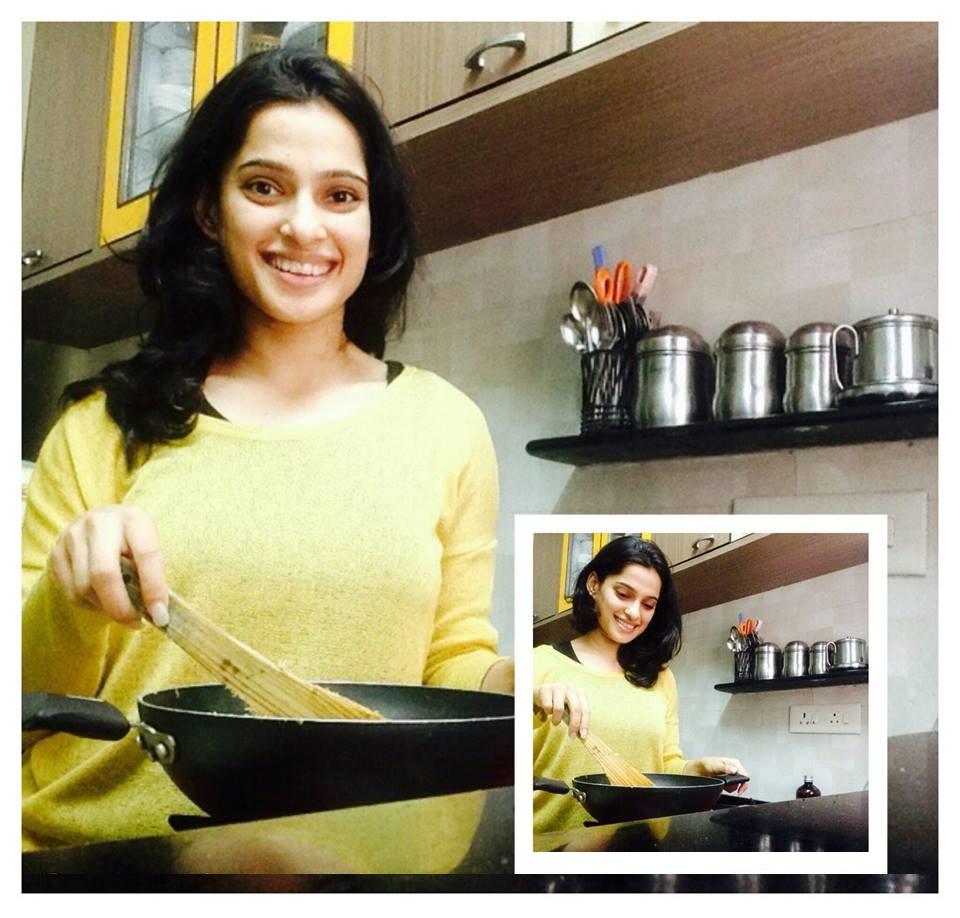Priya Bapat prepares a lip-smacking Puran Poli
