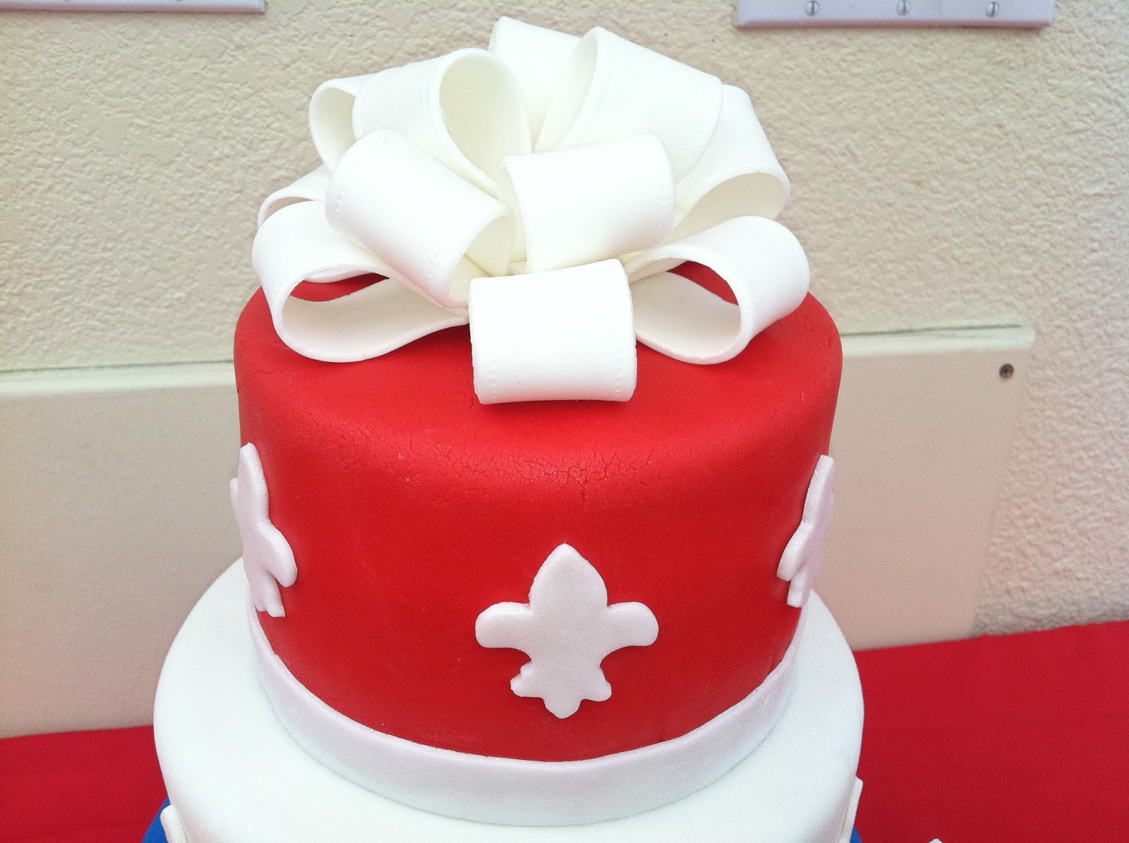 The Iced Queen: Coloring Fondant Red