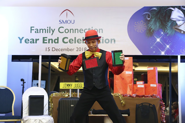 Juggler at SMOU Year End Party