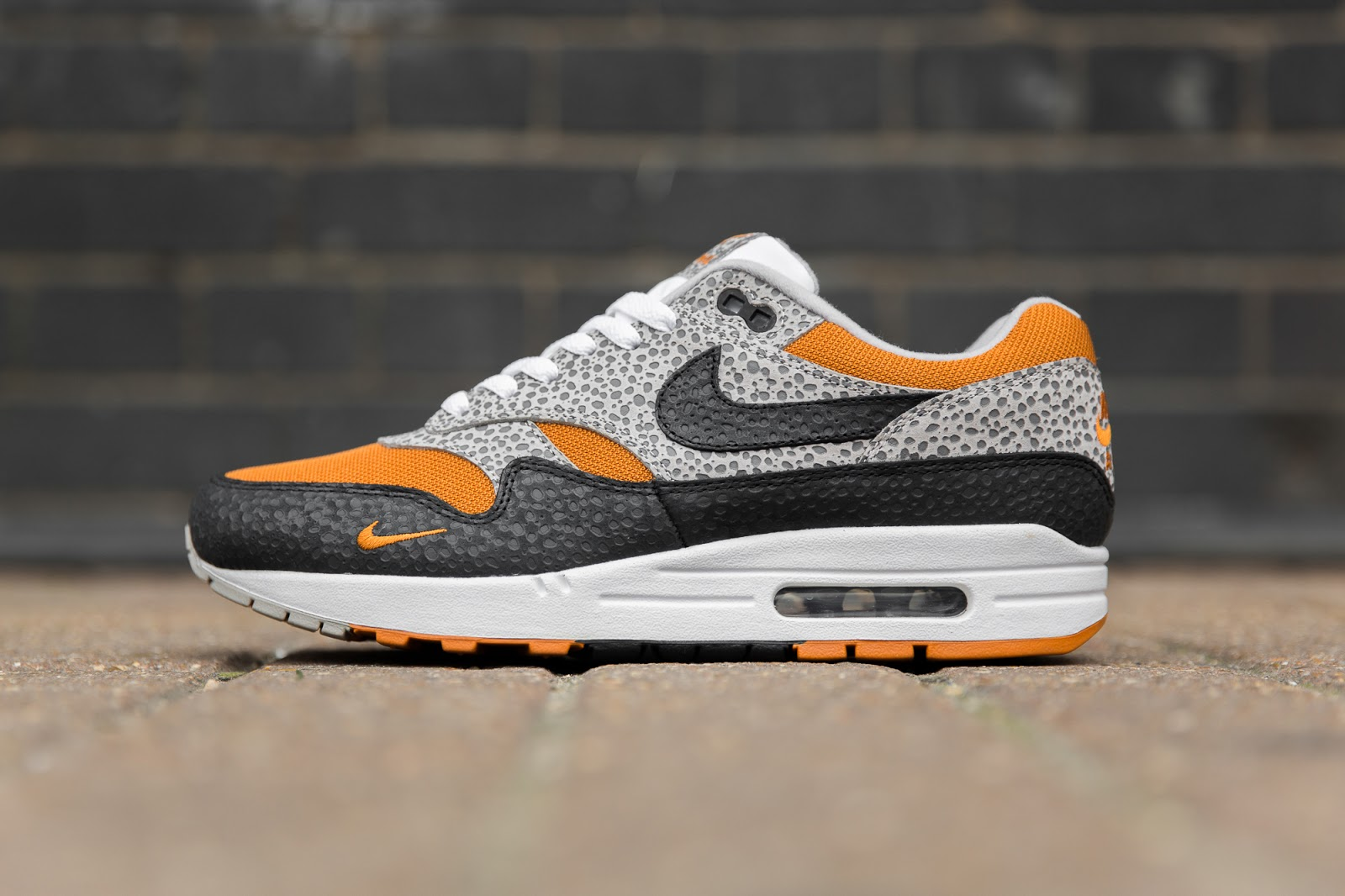 premium selection 21b26 2508a Sneaker Hype – size? Exclusive Nike Air Max 1 'Safari ...