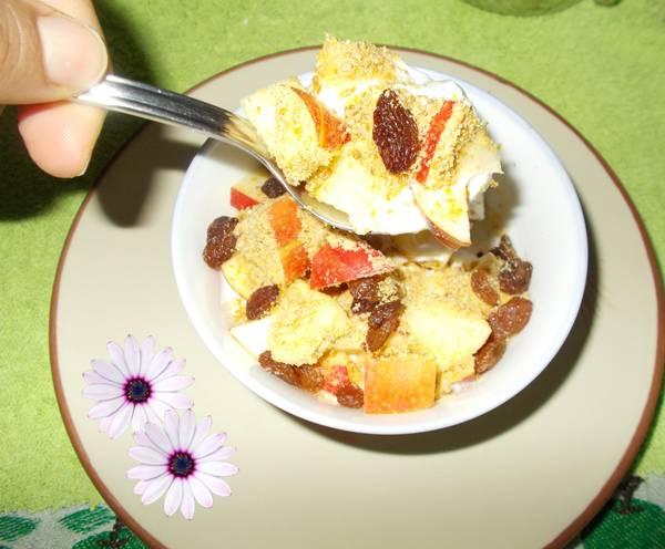 Ideia de lanche rápido e saudável com iogurte e maçã