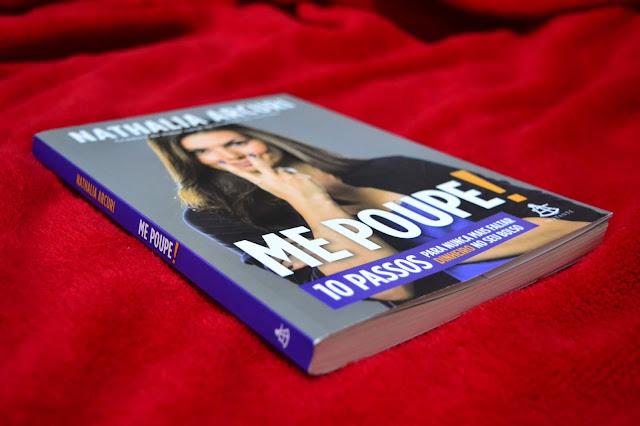 Salve a sua vida financeira com o livro Me poupe da Nathalia Arcuri