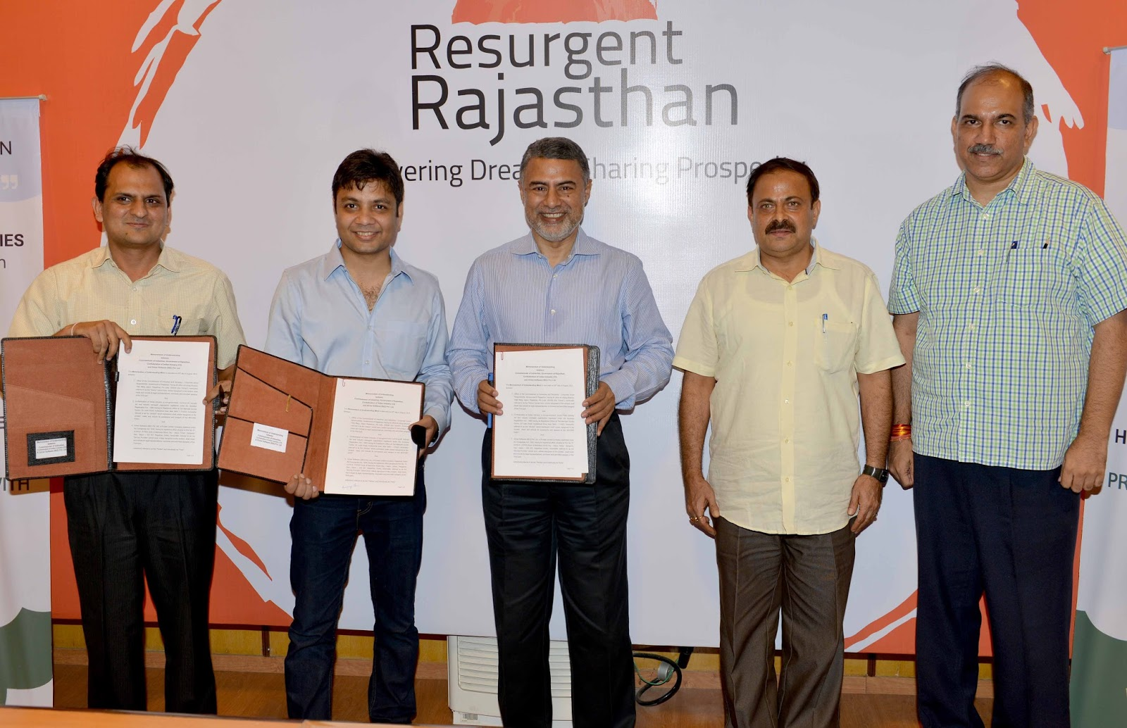 INDUSTRIES DEPARTMENT SIGNS THREE MOUS: FOR WEB PORTALS ON