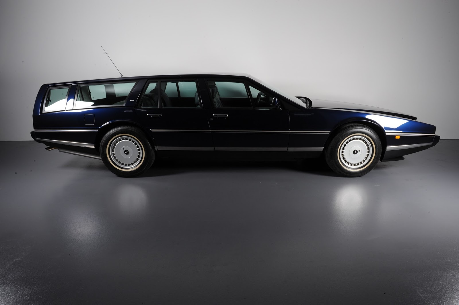 just a car geek: 1987 aston martin lagonda station wagon