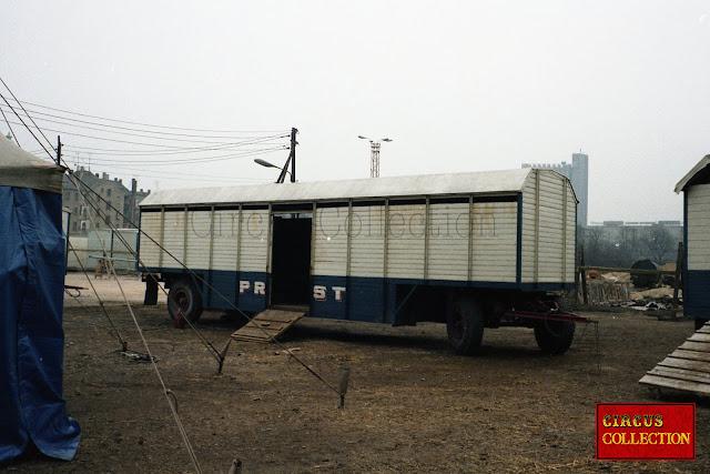 grande roulotte bétaillère pour le transport des animaux