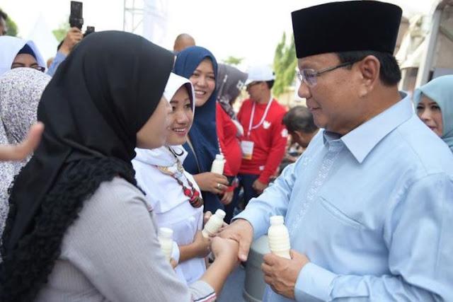 Saat Deklarasikan Gerakan Emas, Prabowo Akui Tak Suka Minum Susu