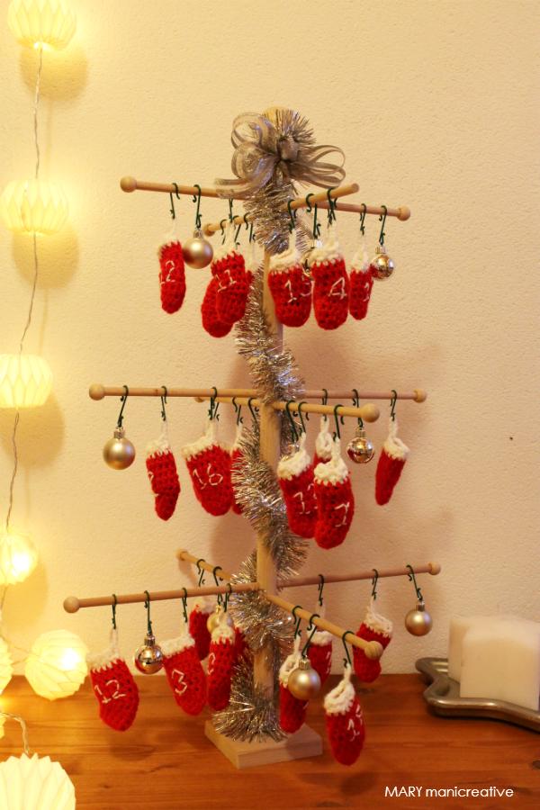 Calendario d'Avvento con calzette rosse