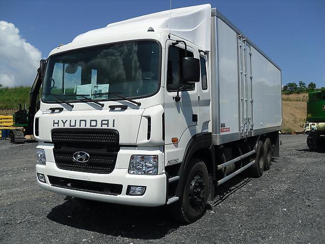 Xe tải Hyundai HD260-15 tấn thùng đông lanh.