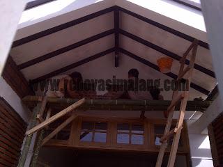 Menyediakan jasa perbaikan atap rumah dan lainnya dengan biaya murah Kota Malang
