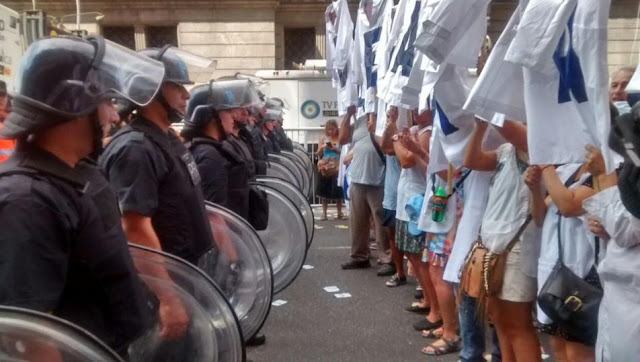 Multitudinaria Marcha Federal Docente: al FMI se lo frena en la calle