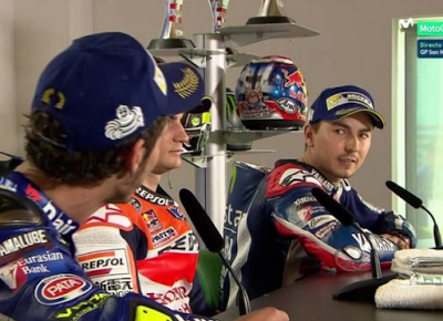 Lorenzo: Rossi Selalu Mengganggu Orang Lain Saat Bicara