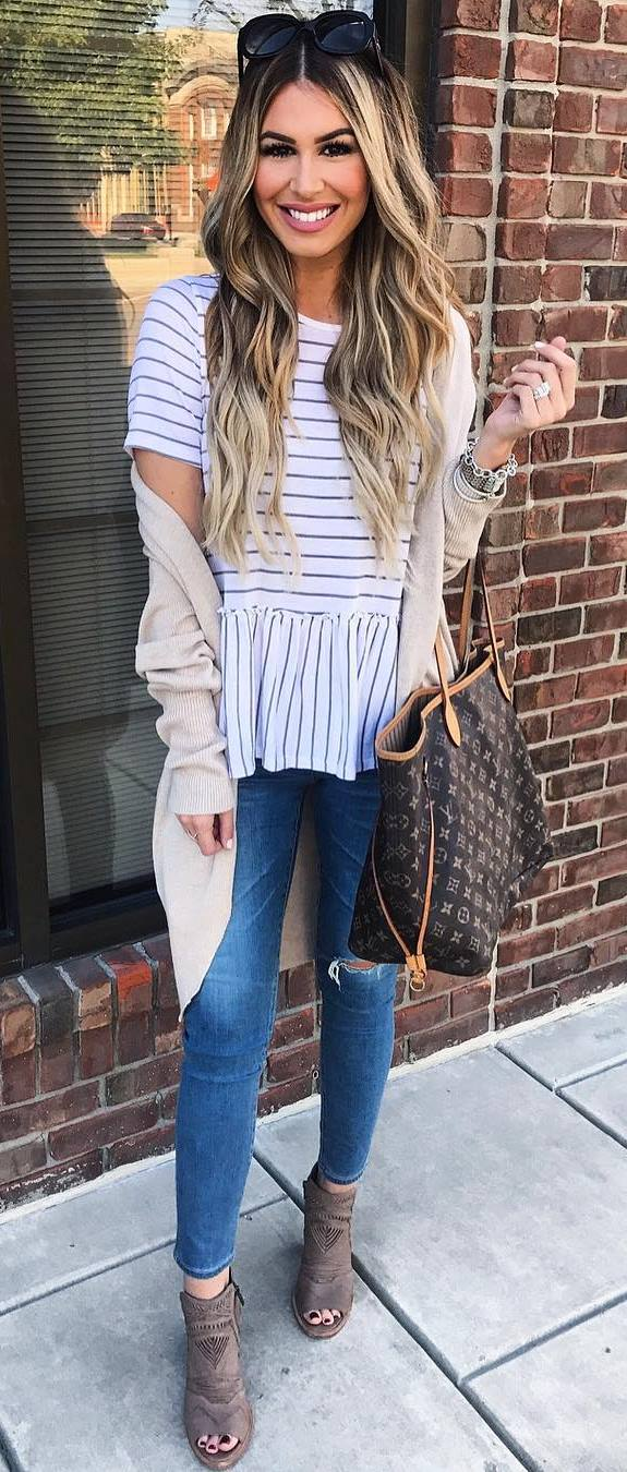 fall casual outfit inspiration / stripped top + nude cardigan + bag + rips + heels
