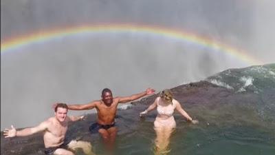«Η πισίνα του διαβόλου» προκαλεί ίλιγγο αλλά αξίζει τον κόπο