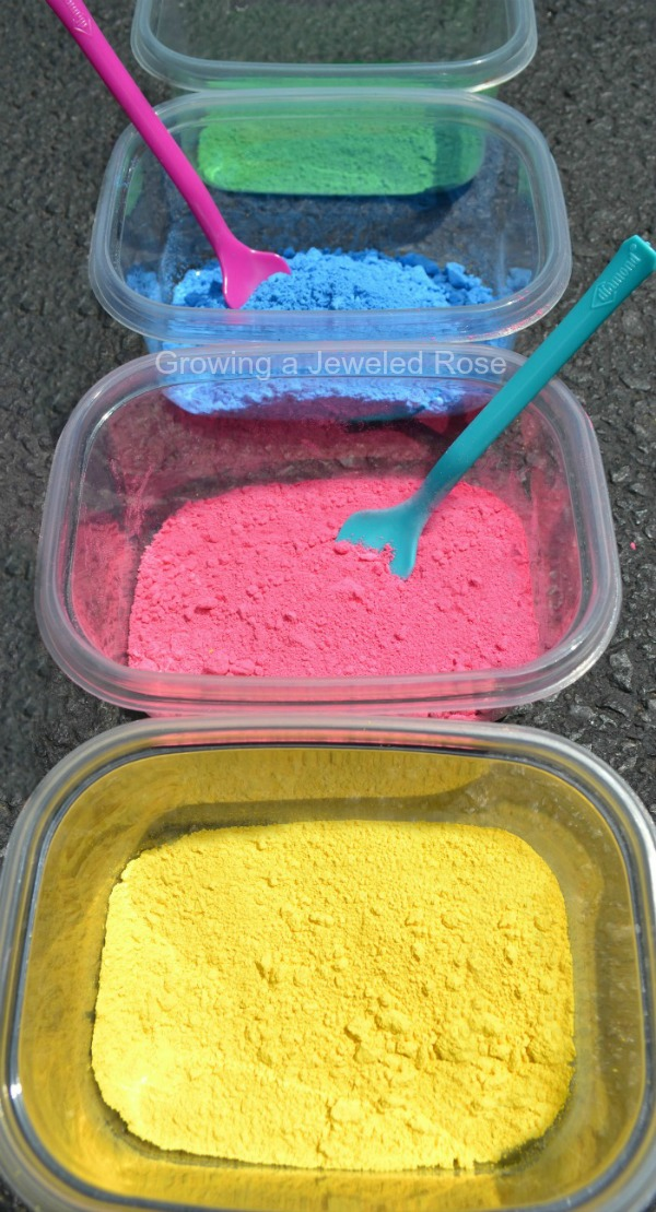 MAKE YOUR OWN PAINT POWDER (Easy recipe!) #playrecipesforkids #paintingideas #playrecipes #artsandcraftsforkids #craftsforkids #activitiesforkids #paintingideasforkids #powderedpaint #powderedpaintactivities #powderedpaintdiy #powderpaint #paintrecipe #paintrecipeforkids #paintrecipeshomemade