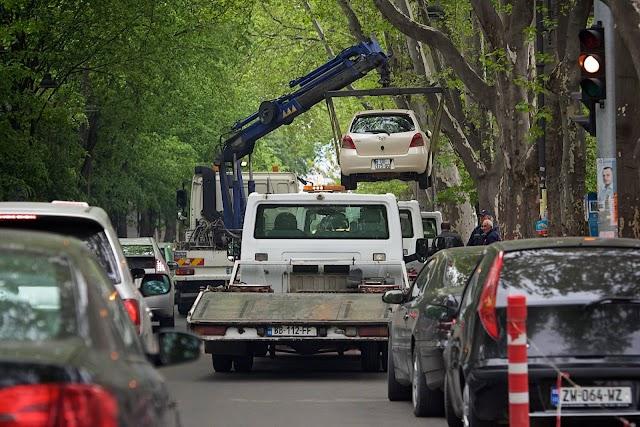 Tbilisi parking вовсю начал эвакуировать неправильно припаркованные автомобили