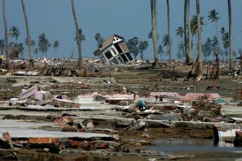 Erős földrengés rázta meg Pápua-Új-Guineát, cunamiriadót adtak ki