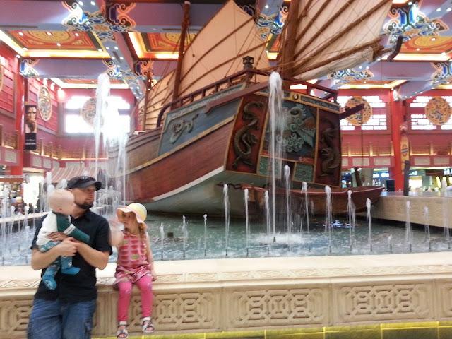 Dubai Ibn Battuta Mall Kiina / nähtävyydet lasten kanssa