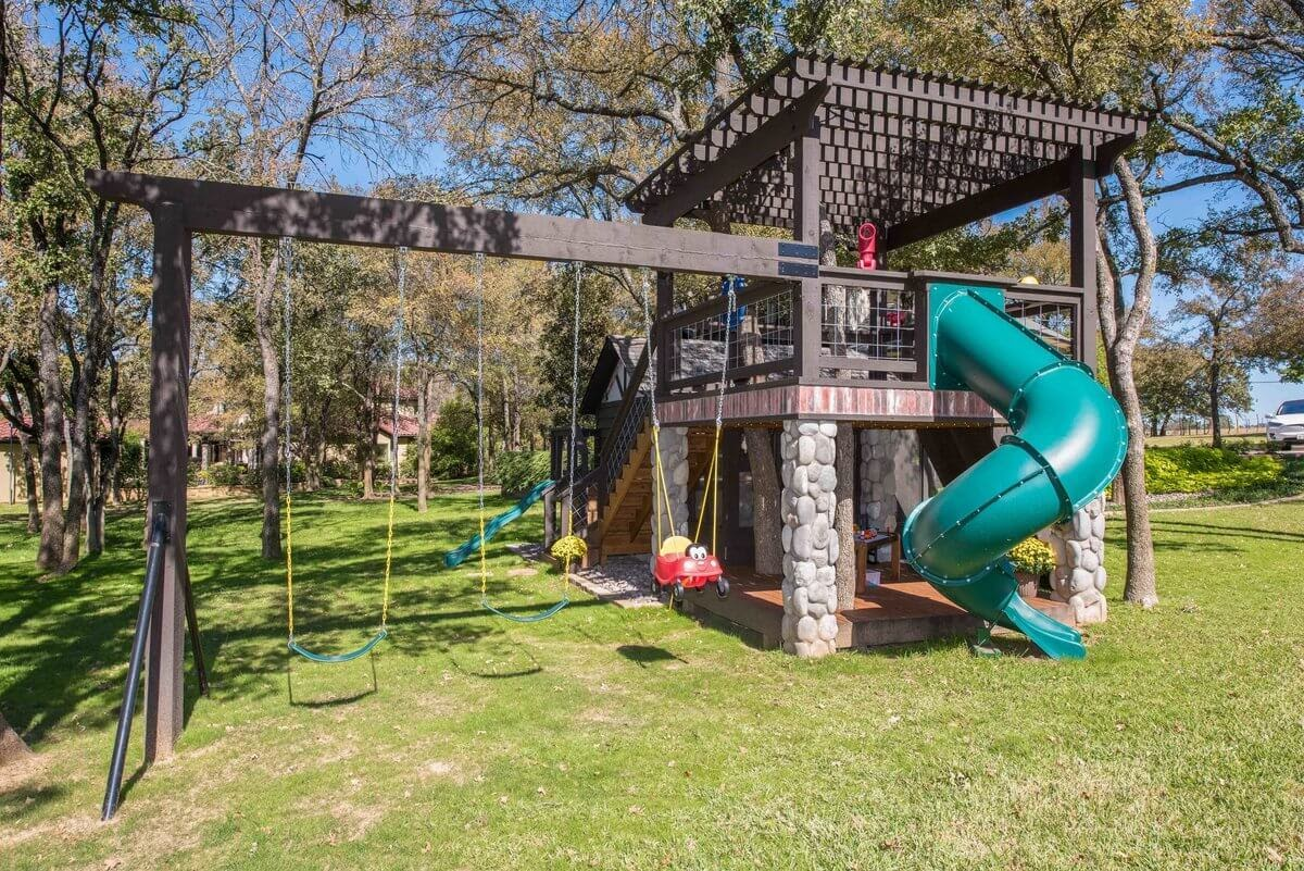 12-Slide-and-Pergola-GDB-Architecture-Tiny-House-Playhouse-www-designstack-co