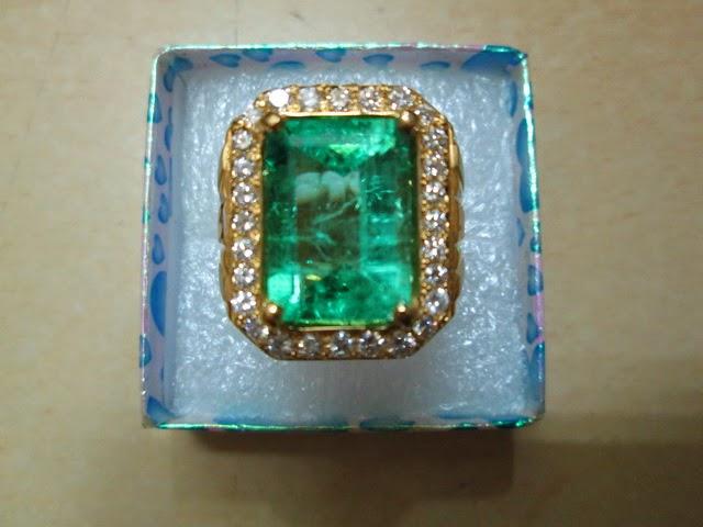 batu Zamrud Columbia emas berlian