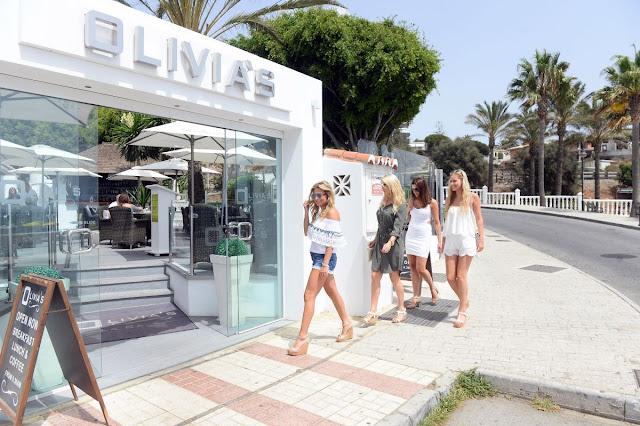HD Photos of Zara Holland Arrives At Olivia S Restaurant In Marbella