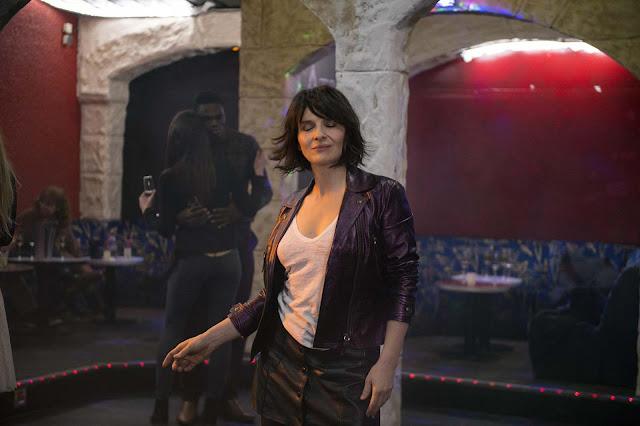 Isabelle (Juliette Binoche) dans Un beau soleil intérieur