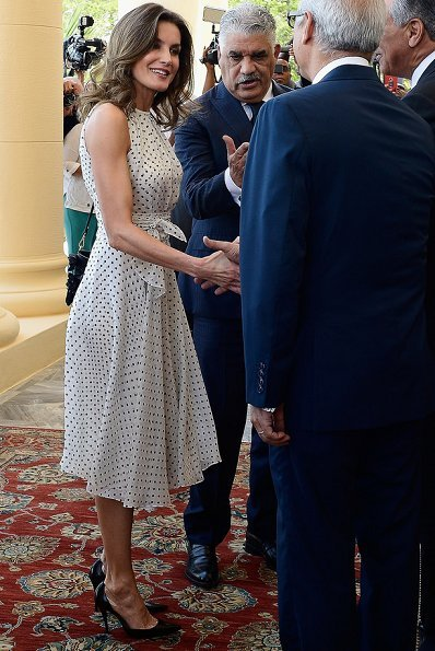 Queen Letizia wore CAROLINA HERRERA Silk dress. Queen Letizia at a lunch, hosted by President Danilo Medina and Lady Cándida Montilla
